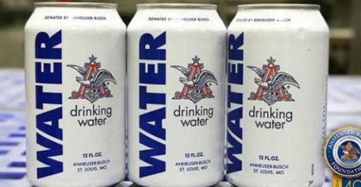 Cervejaria produz água enlatada para vítimas de enchente nos EUA