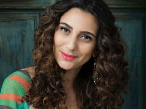 Aline Calixto levanta bandeira feminista em novo álbum e lembra de Dona Ivone e Beth Carvalho