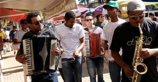 Grupo musical ajuda crianças a sair da rua através da música