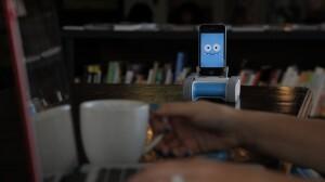 Aparelho transforma Iphone em robô
