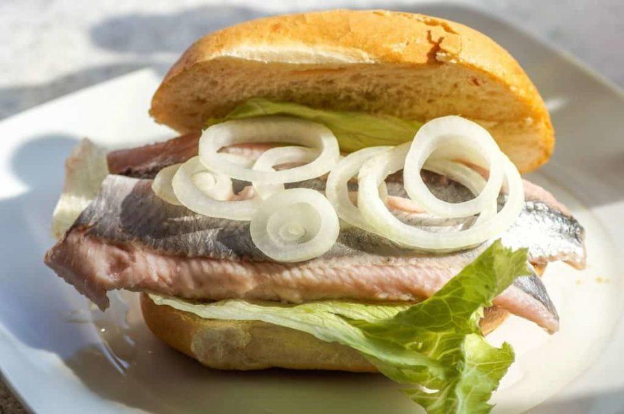 O sanduíche broodje haring