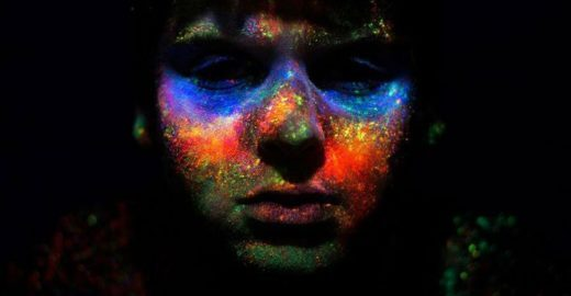 Artista capixaba cria fotos incríveis usando neon