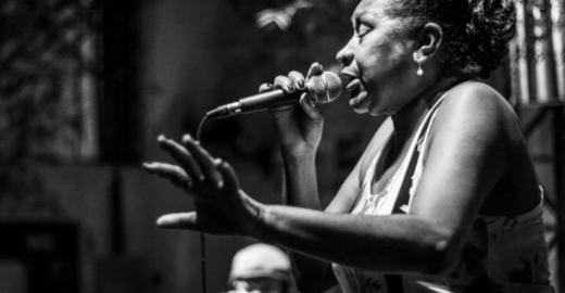 Bernadete lança minibiografia com roda de samba no Boteco da Dona Tati