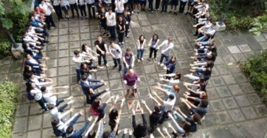 Alunos viralizam campanha para tratar câncer de professora