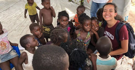 Jovem de SP troca festa de 15 anos por viagem humanitária