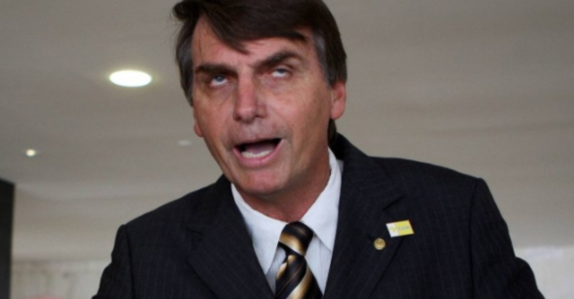 Veja faz montagem fotográfica para chamar Bolsonaro de louco