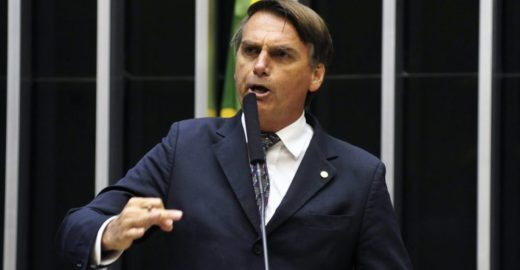 Bolsonaro comete assédio moral contra jornalista da Folha nos EUA