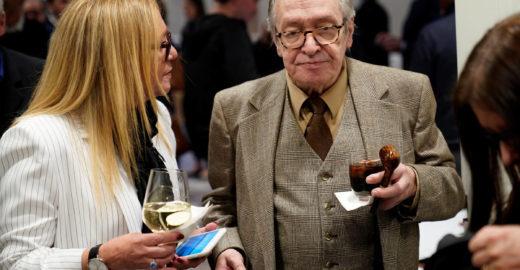 Folha: Deputados querem cassar medalha de Olavo de Carvalho
