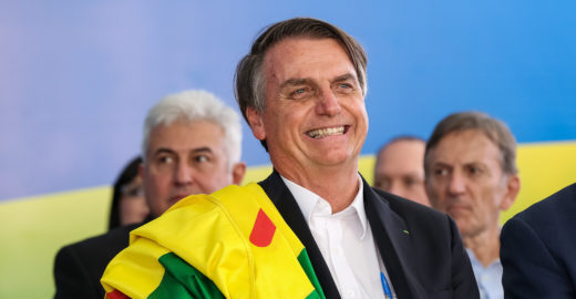 Bolsonaro volta a ironizar tamanho de órgão de japoneses