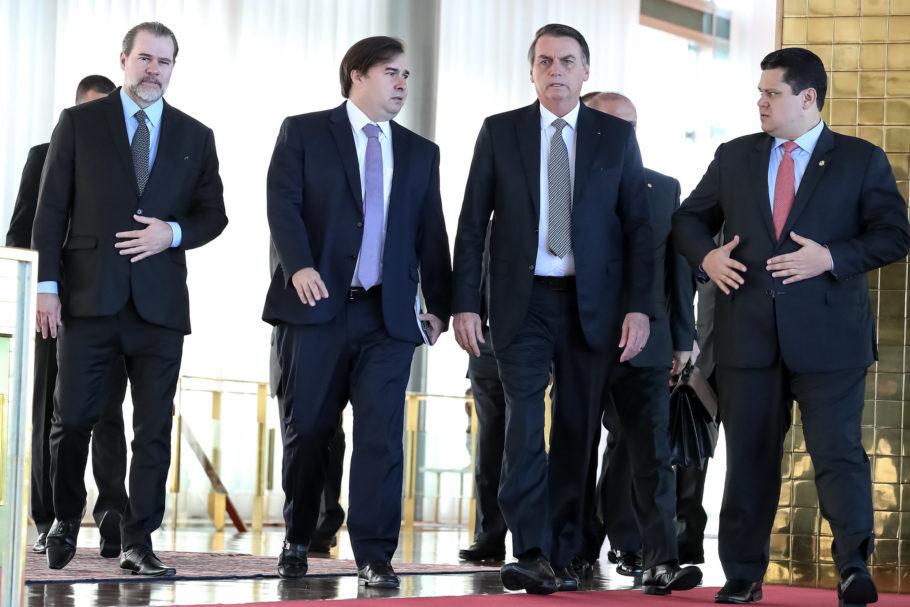 Bolsonaro com os presidentes da Câmara, Senado e do STF em café da manhã no Palácio do Planalto