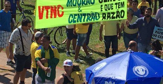 MBL e Mourão viram alvo de manifestação em Brasília