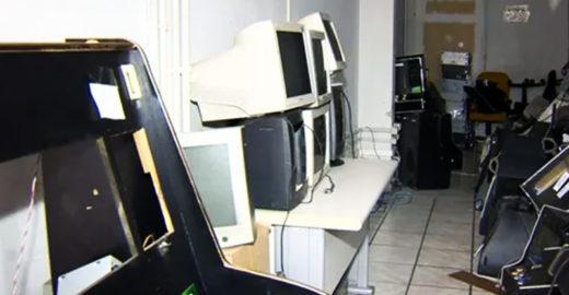 Caça-níqueis apreendidos viram computadores para crianças no ES