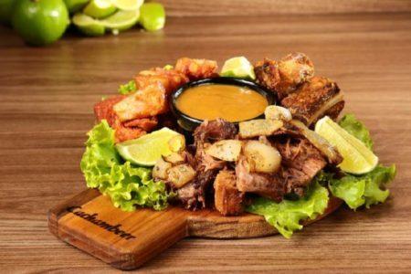 Cachambeer: mini costelas de boi, porco e pancettas