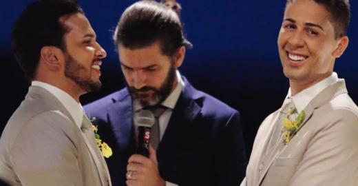 Após críticas, Carlinhos Maia explica porque não beijou o noivo