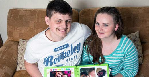Jovem com perda de memória faz caderno para lembrar do namorado