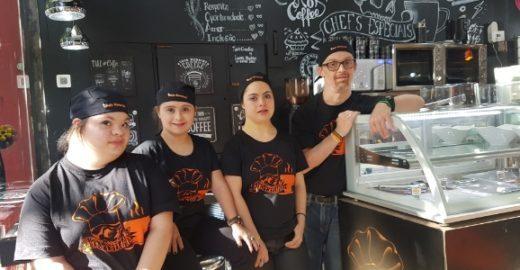 Cafeteria em São Paulo contrata pessoas com síndrome de Down