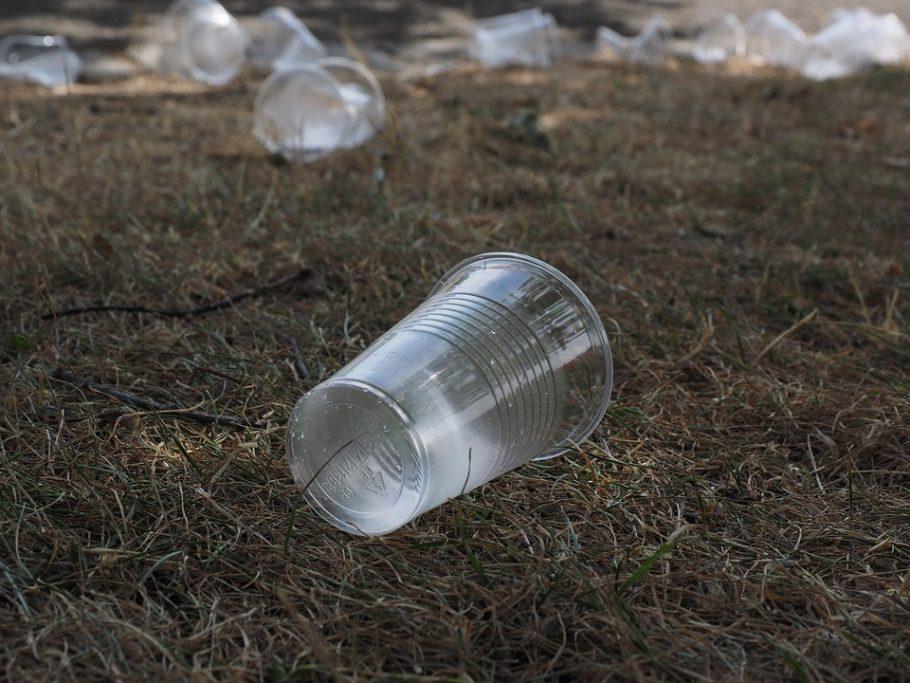 copo plástico