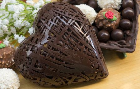 Coração de chocolate todo rendado