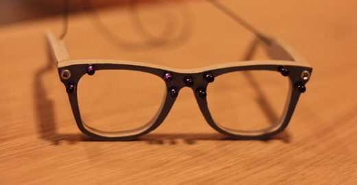 Estudante quer substituir lentes de contato e óculos por LCD