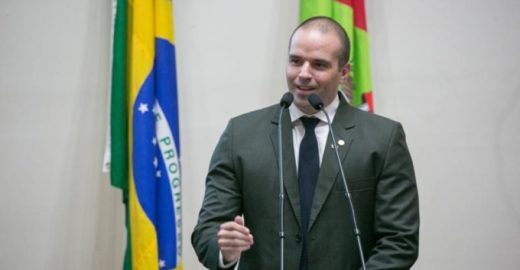 Deputado do partido de Bolsonaro diz que saia estimula estupro