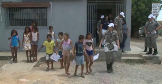 PMs tiram crianças de lixão e oferecem aulas de reforço escolar