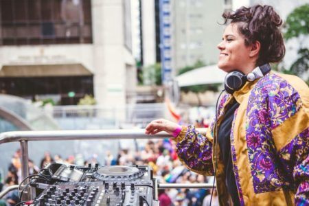 renata corr é a DJ que comanda os sets do Música no Vão do MASP