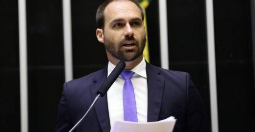 Filho de Bolsonaro defende que Brasil tenha armas nucleares