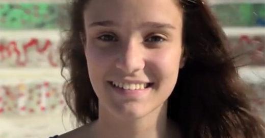Jovem de 16 anos desenvolve plástico a partir de casca de banana