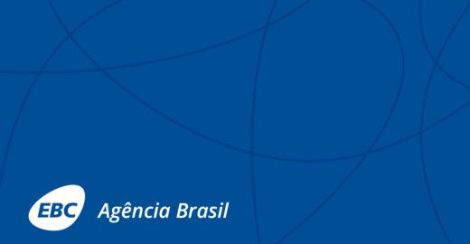 Em competição, jovens brasileiros constroem foguete com garrafa