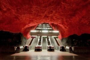 Estações de metrô ganham novas caras e viram cavernas modernas