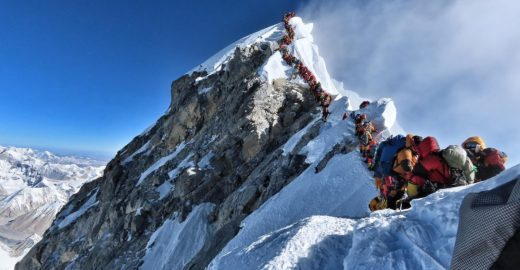Quatro alpinistas morrem em 48 horas no Everest