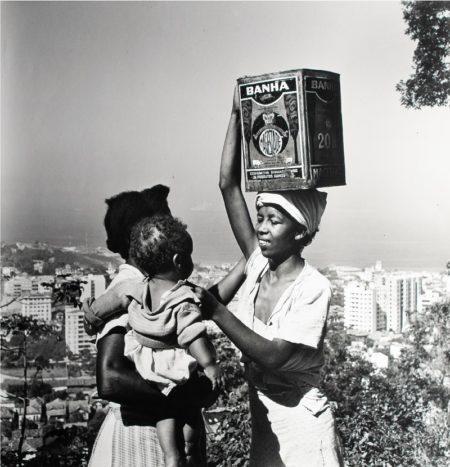 Exposição O- RIO DOS NAVEGANTES - Obra de Pierre Verger Sem título [Morro Copacabana Rio de Janeiro 1946