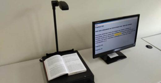 Deficientes visuais podem ler e criar textos em biblioteca da USP