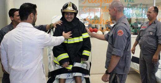 Jovem deficiente que quer ser bombeiro tem sonho realizado