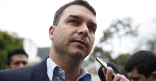 Folha: MP vê lavagem de dinheiro em imóveis de Flávio Bolsonaro