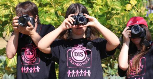 Projeto ensina fotografia para jovens com Down em Brasília