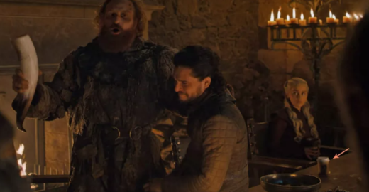 Público vê copo da Starbucks em cena de 'Game of Thrones'