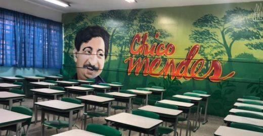 Escola em Guarulhos grafita salas de aulas com figuras ilustres