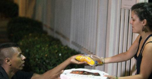 ONG cria delivery que permite doar alimentos sem sair de casa