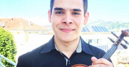 Mãe vende doces para pagar estudo de filho violinista na Áustria