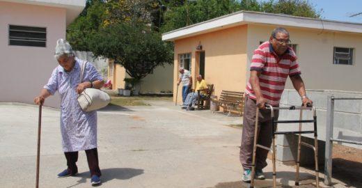 Funcionários de banco vão reformar asilo em Mogi das Cruzes (SP)