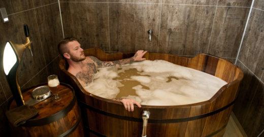 A 100 km do Ártico,spa de cerveja é atração inusitada na Islândia