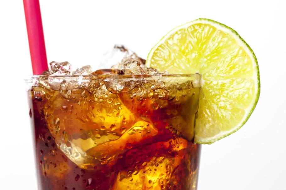 Ice Tea no copo com rodela de limão