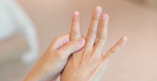 Manchas brancas na unha: conheça as causas e tratamento