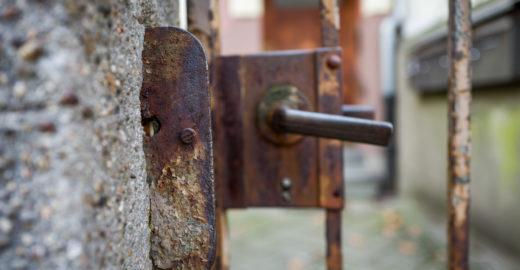 Homem é preso por manter esposa em cárcere privado por 5 anos