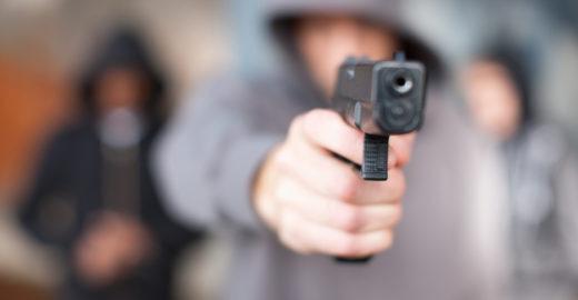 Estudante é morto com tiros na cabeça no banheiro da escola