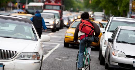 Entregadores em NY sofrem maus tratos e exploração