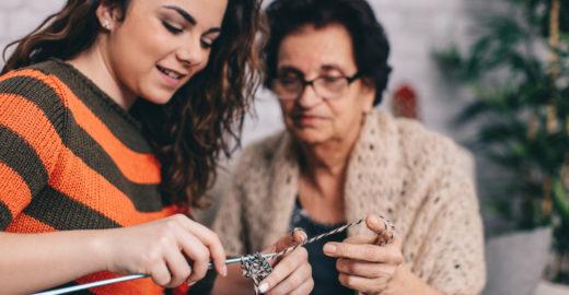 Programas de incentivo ajudam mulheres profissionais acima de 50