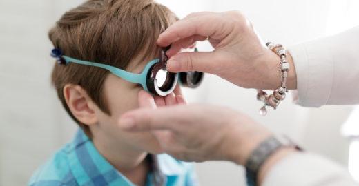 Mutirão oftalmológico atende crianças em fase de alfabetização