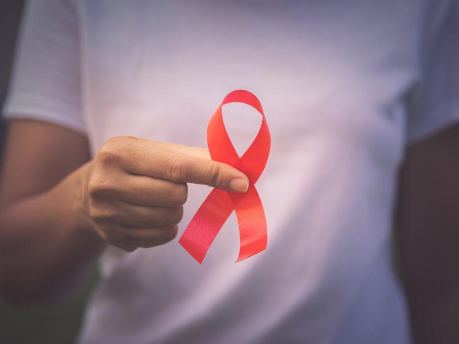 laço vermelho símbolo da aids